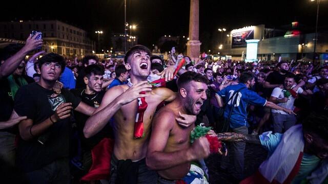 แฟนบอลอิตาลี ขยี้ซ้ำแฟนบอลทีมชาติอังกฤษไม่มียั้งกันเลย